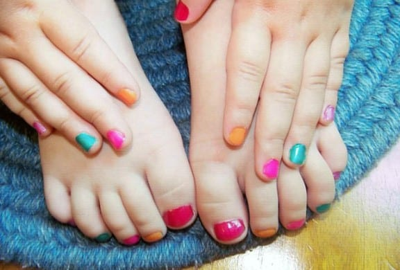 Children-Toe-and-Nail-Polish-576x390