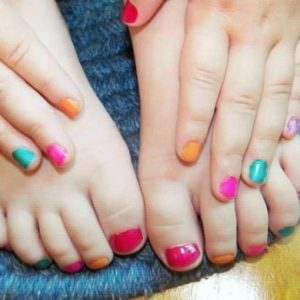 Children-Toe-and-Nail-Polish-576x390
